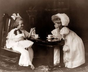 Vintage-Tea-Party-vintage-16127767-700-578